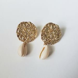 Jewelry - Shell dainty earrings